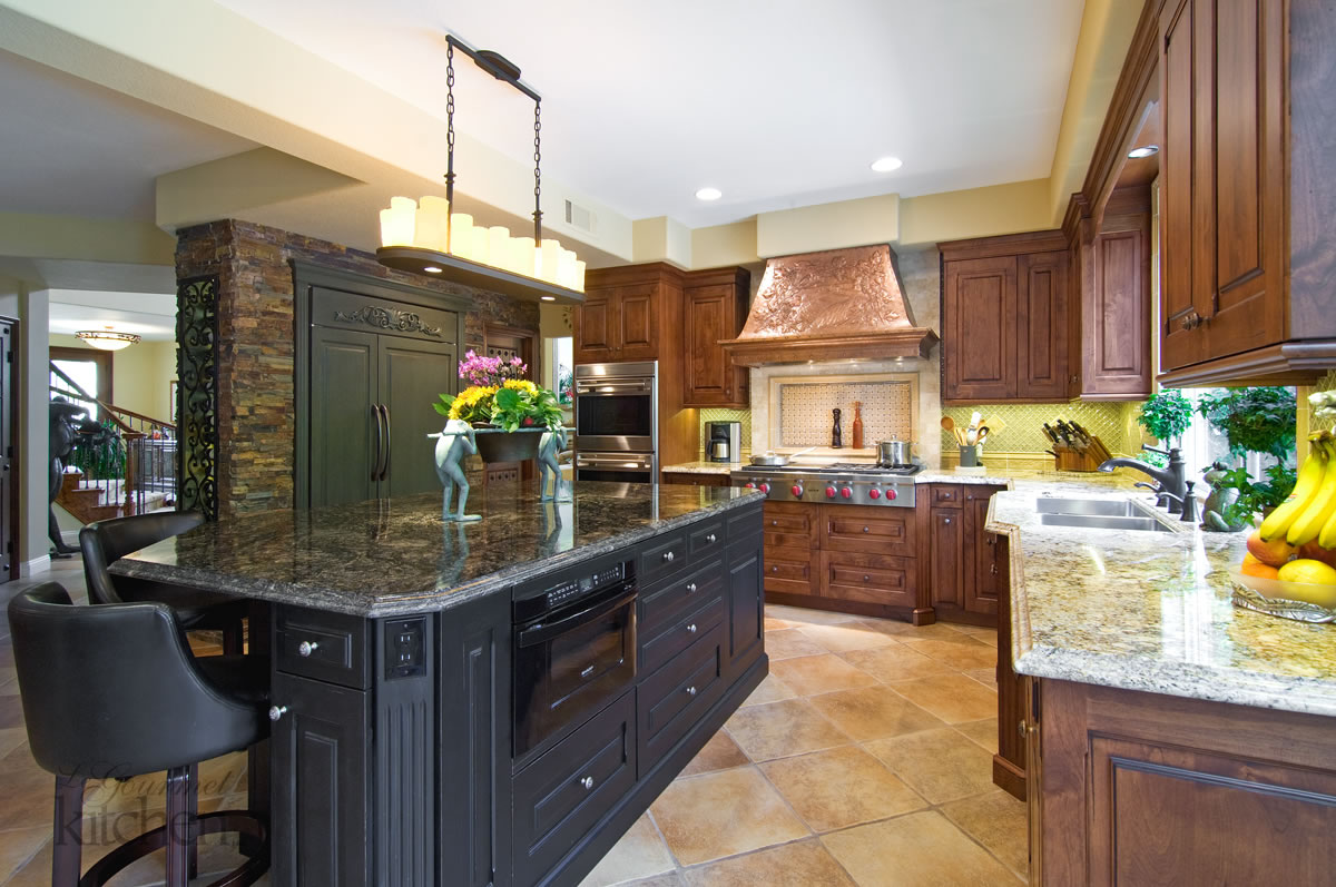kitchen design with two tone cabinets