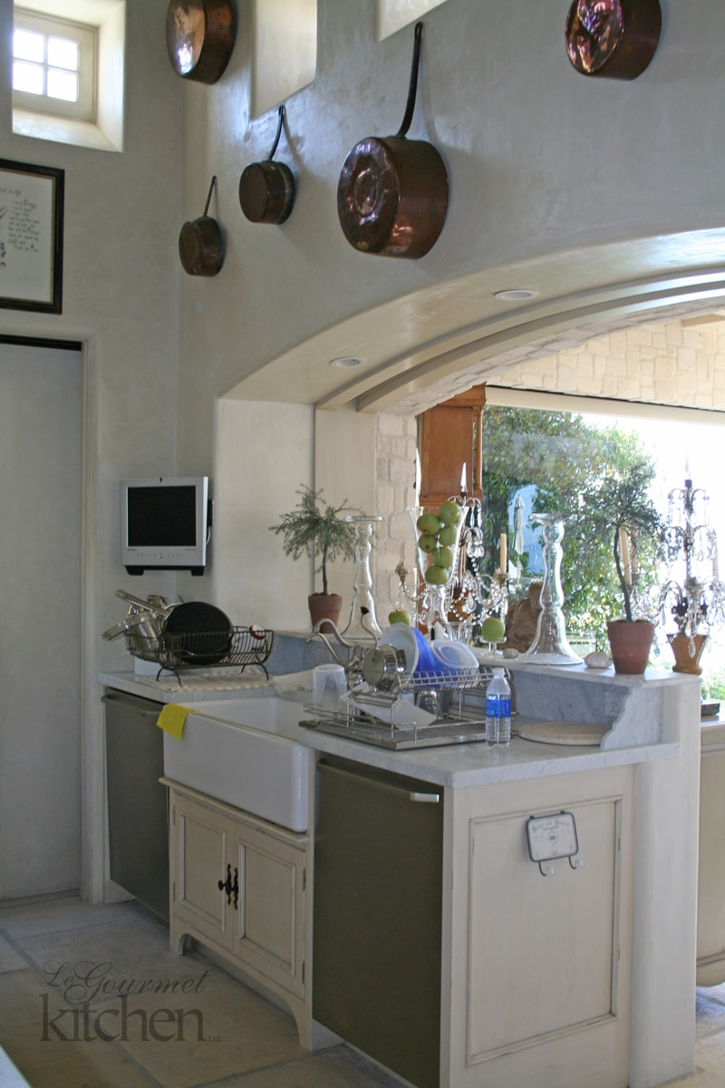 white farmhouse style sink