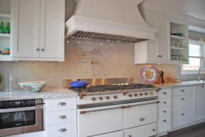 white transitional kitchen design