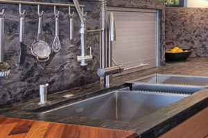 kitchen sink with pull down sprayer faucet