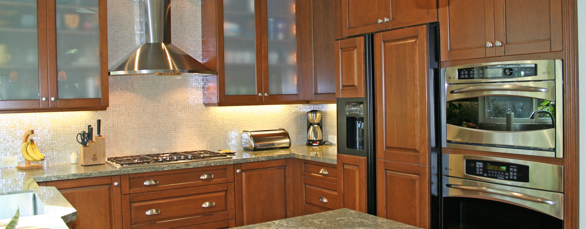 kitchen cabinet with wood cabinets